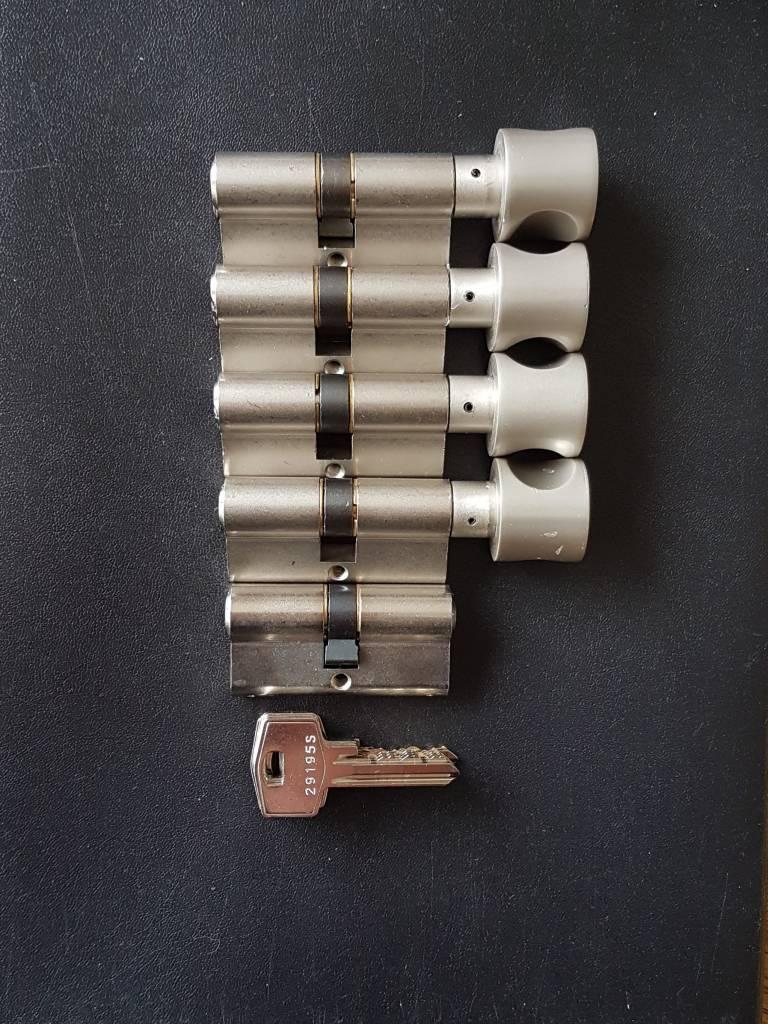S2skg**s6 4 knopcilinders + 1 normale cilinder 6 nummer sleutels  - Copy - Copy