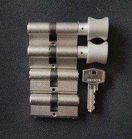 S2skg**s6 2 knopcilinders + 2 gewone cilinders 8 zaagsleutels