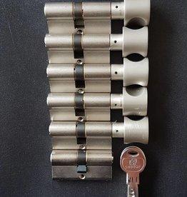 S2skg**F6 5 knopcilinders +1 normale cilinder  8 keerleutels