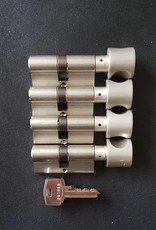 S2skg**s6 4 gelijk sluitende knopcilinders  8 sleutels
