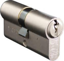 S2skg**F6  woningset 2 knopcilinders plus 1 normale cilinder  60 mm30/30 S2skg**F6  6 veilige keersleutels