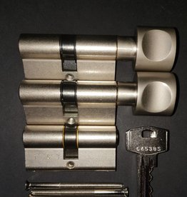 S2skg**s6 veilig woningset 2 knopcilinder plus 1 normale cilinder 6 zaagsleutels