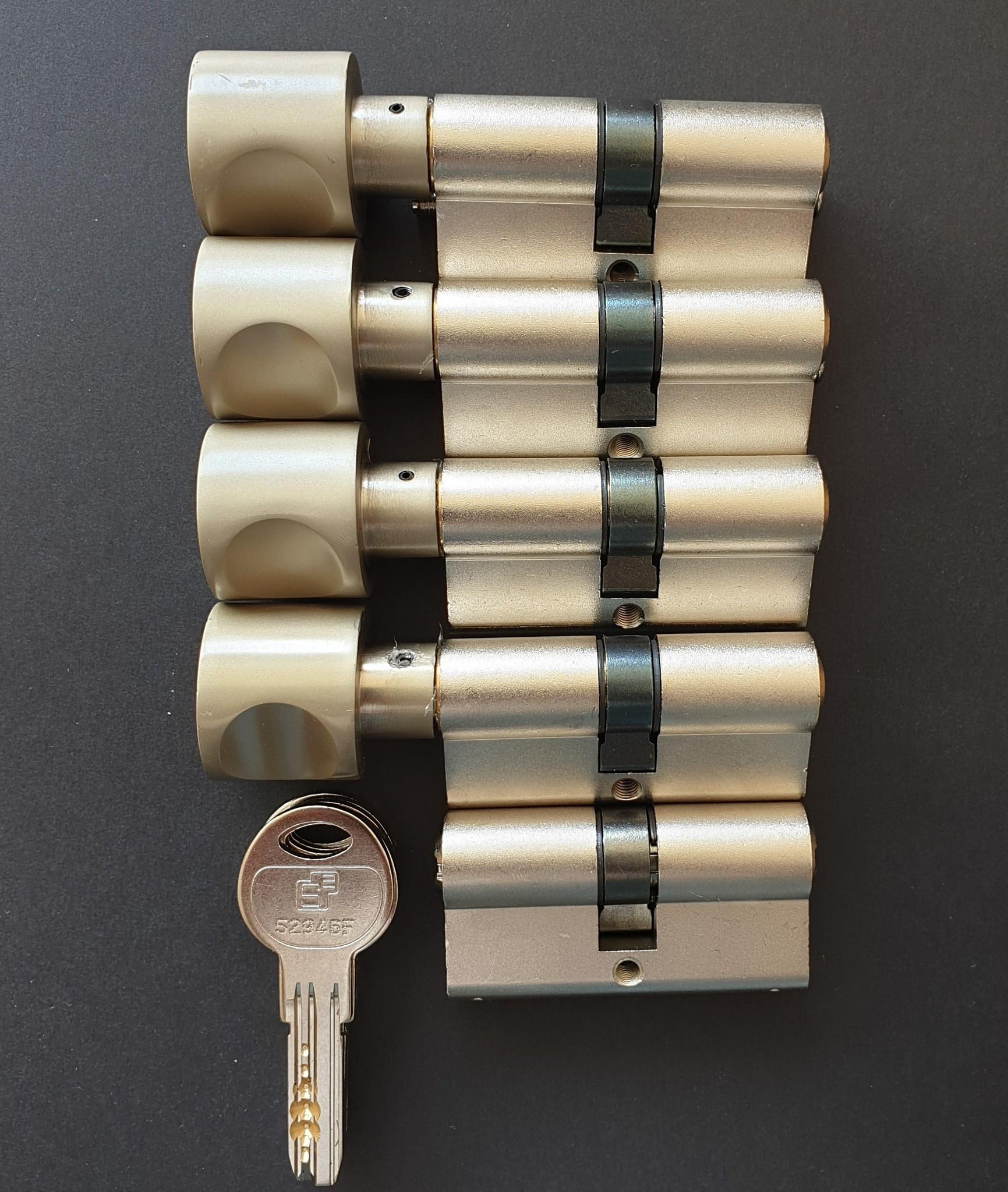 S2skg**F6 4 gelijk sluitende knopcilinders + 1 normale cilinder 10 keersleutels