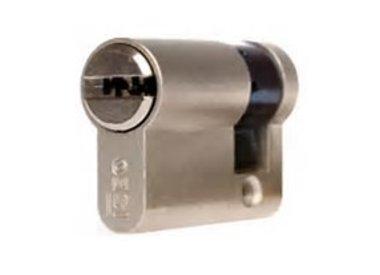 ISEO R6 (knop)cilinder SKG** met keersleutels en codekaart.