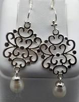 Ohrhänger mit Bügel: Si-Amulett