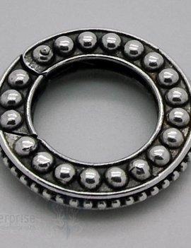 Klickschloss rund kantig D: 22,7 mm verziert gepunktet geschwärzt