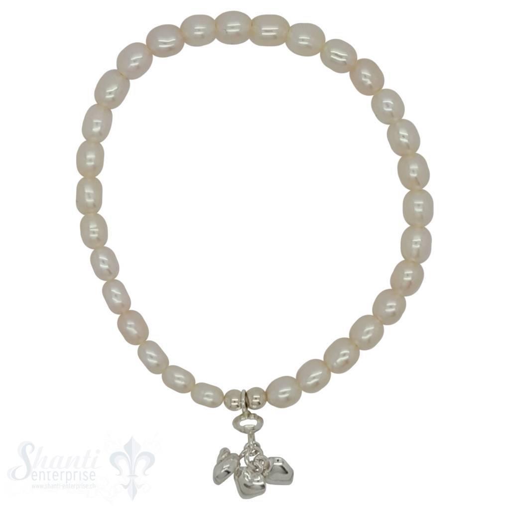 Perlenarmband weiss, oval, Anhägerli mit Herz, Schnecke, Linse mit Gummizug, 19 cm