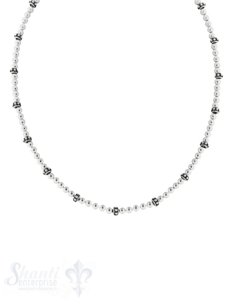 Silberkette Kugeli 4 mm mit Zw.Rädli schwarz mit Karabiner-Schloss