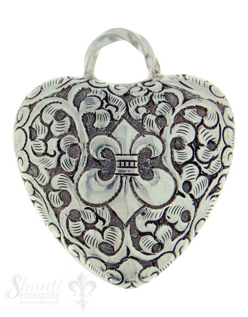 Silberherz bauchig antik mit Lilie 49x41mm Dicke: 23mm mit Öse