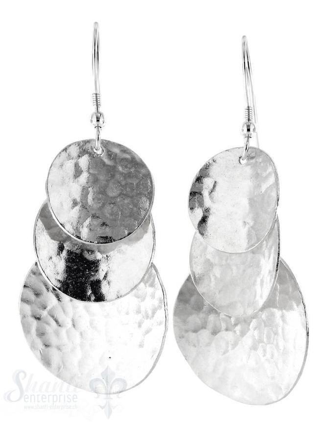 Ohrhänger mit Bügel: 3 Plättli gewölbt, gehämmert unterschiedlich gross, L: 5 cm
