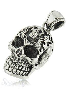 Silberanhänger Totenkopf geschwärzt  verziert mit 3 Totenköpfe mit Öse massiv 34x22 mm