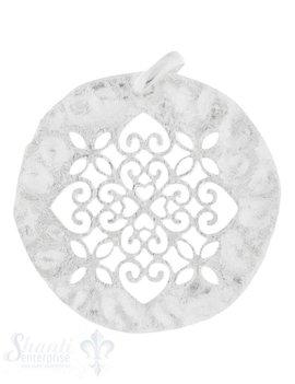 Silberanhänger Blumenornament durchbrochen eingemittet in gehämmertem Silber 30 mm