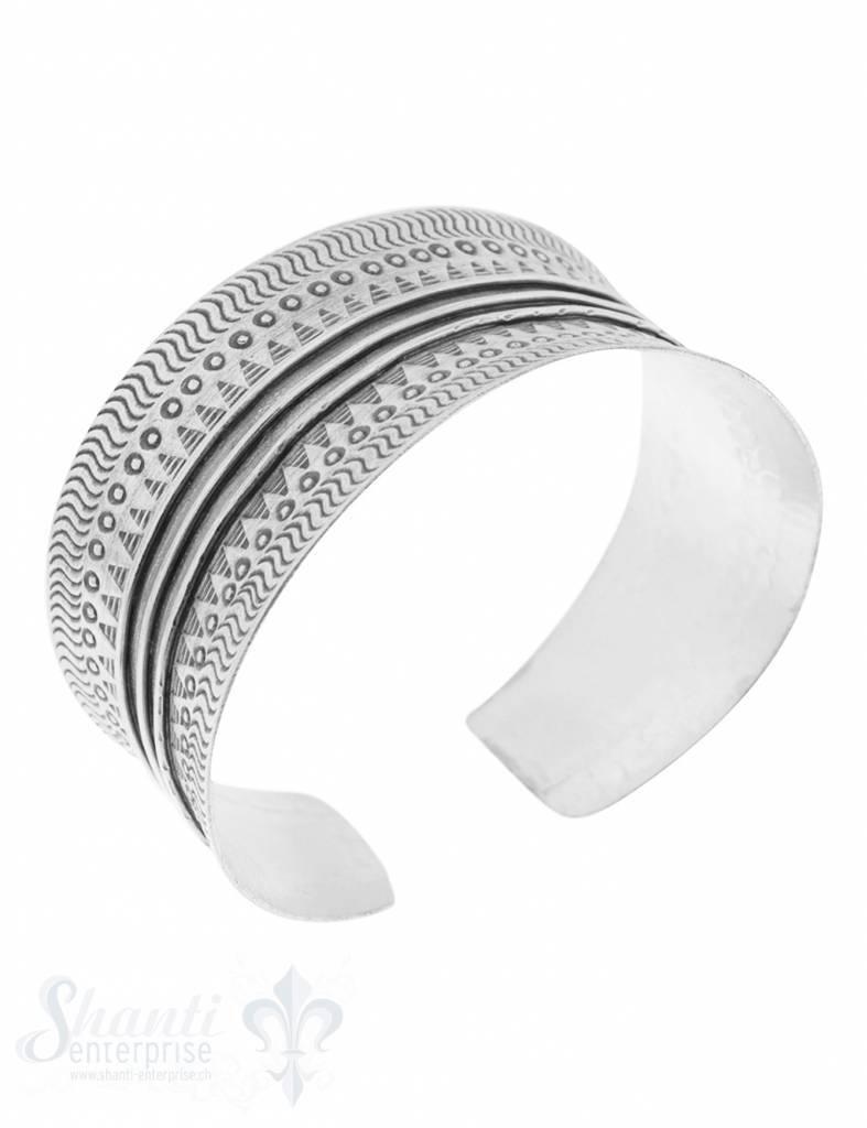 Si-Armspange: mit Ethnomuster mit Rillen antik gebuchtet, Enden schmaler 30 bis 20 mm