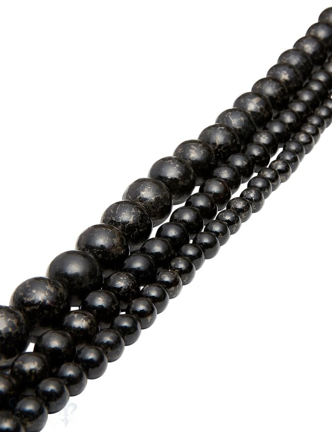 Amphilgolit Strang schwarz poliert KugelnAA (Muscovit)