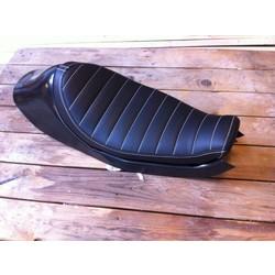 Sportster Tracker Seat Tuck 'N Roll Schwarz 49