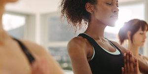 6 yoga oefeningen voor een bewustere ademhaling