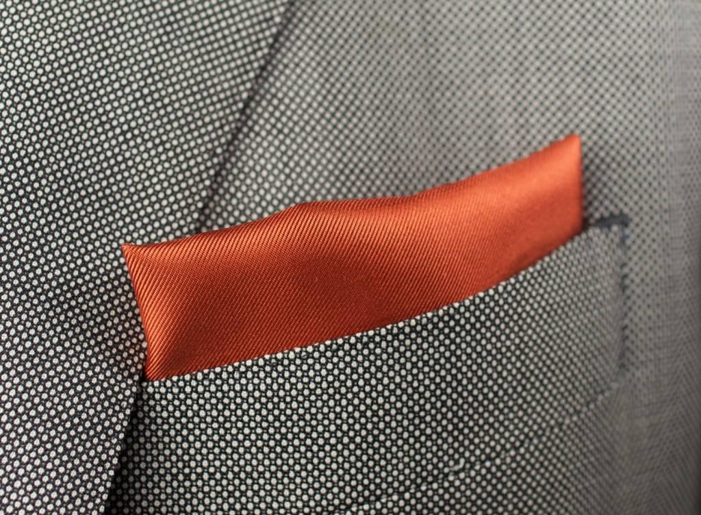 Pochet oranje brique, gemaakt van 100% zijde