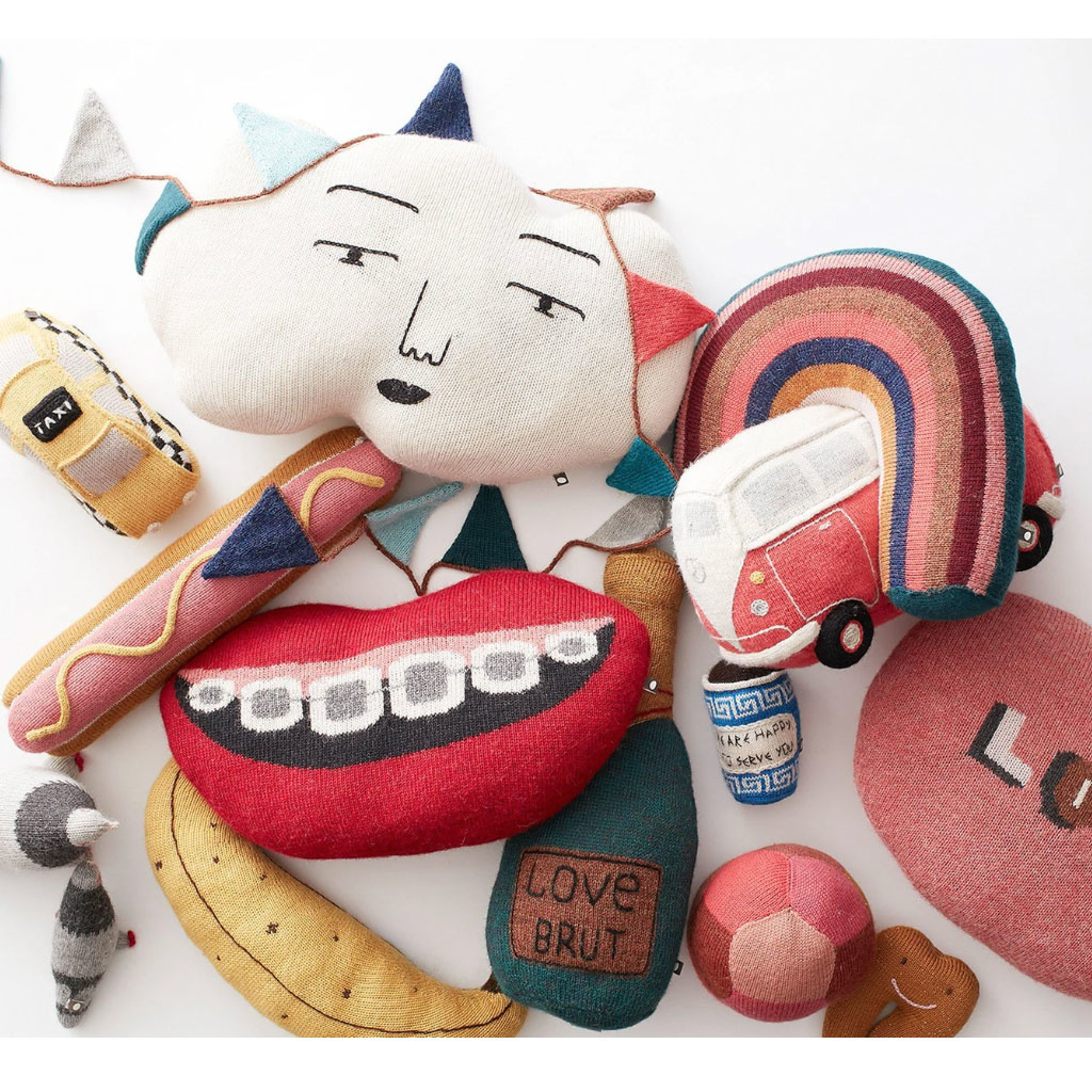 Oeuf NYC Oeuf NYC mouth cushion with gold tooth 41 cm