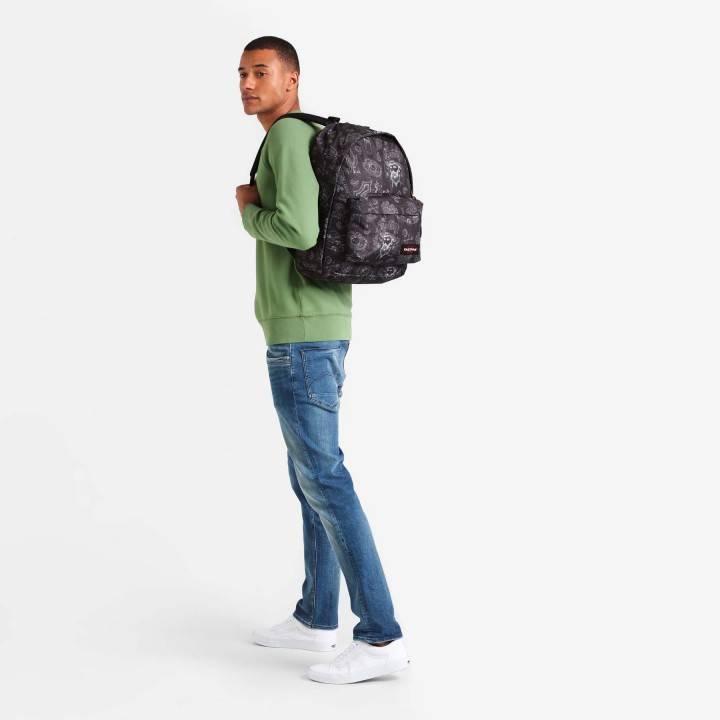 Eastpak Eastpak Out Of Office West Black 15.6 inch laptop rugtas van Eastpak schooltas