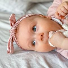 Your Little Miss Baby haarbandje met knoop velvet pink