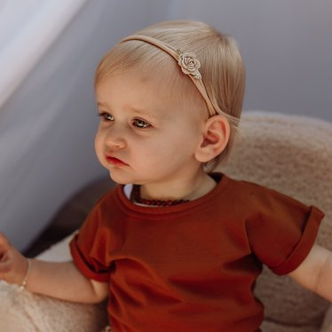 Your Little Miss Nylon baby haarbandje met gouden vilten roosje