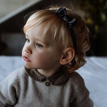 Your Little Miss Baby haarbandje met dubbele strik dark grey