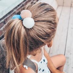 Your Little Miss Basic haarelastiekjes met pompoms - beach