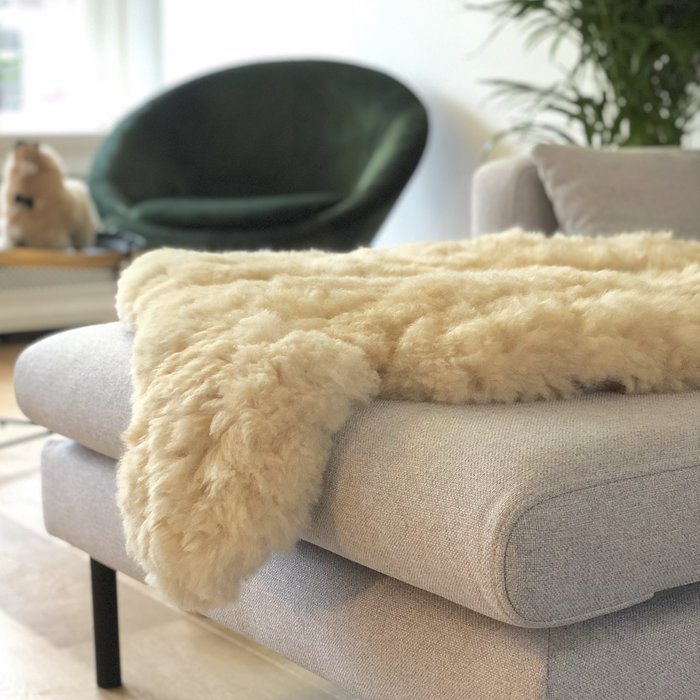 'Reina' - Handmade Alpaca Rug - Blond