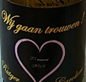 Flesje bubbels met eigen etiket
