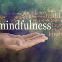 Hoe je met mindful loslaten meer uit je yoga-beoefening kunt halen
