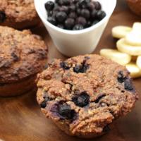 Vegan blueberry bananenbrood muffins