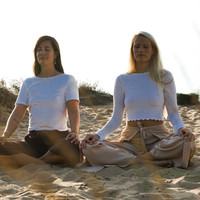 Energy, dharma & yoga habits of the YogaSisters Fiona & Marleen