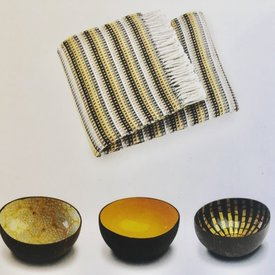 Noya Set coconut bowls and plaid