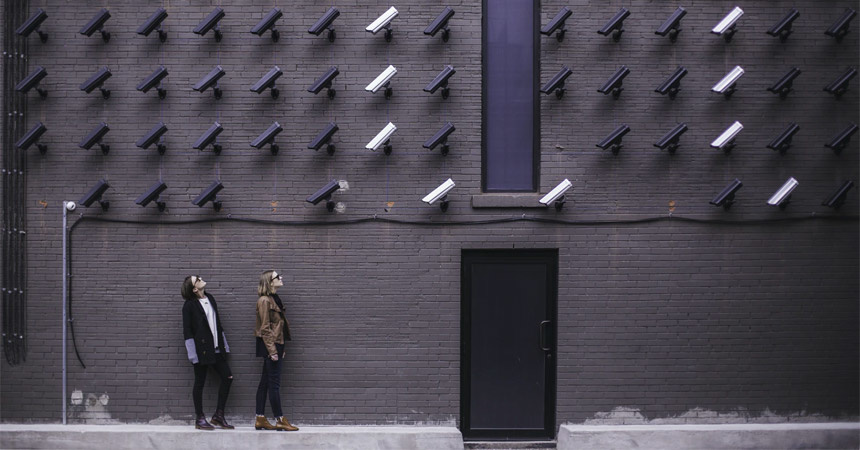 Een bewakingscamera bij de voordeur?