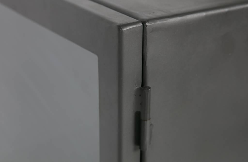 BePure vitrinekast Bespoke op wieltjes, metaal