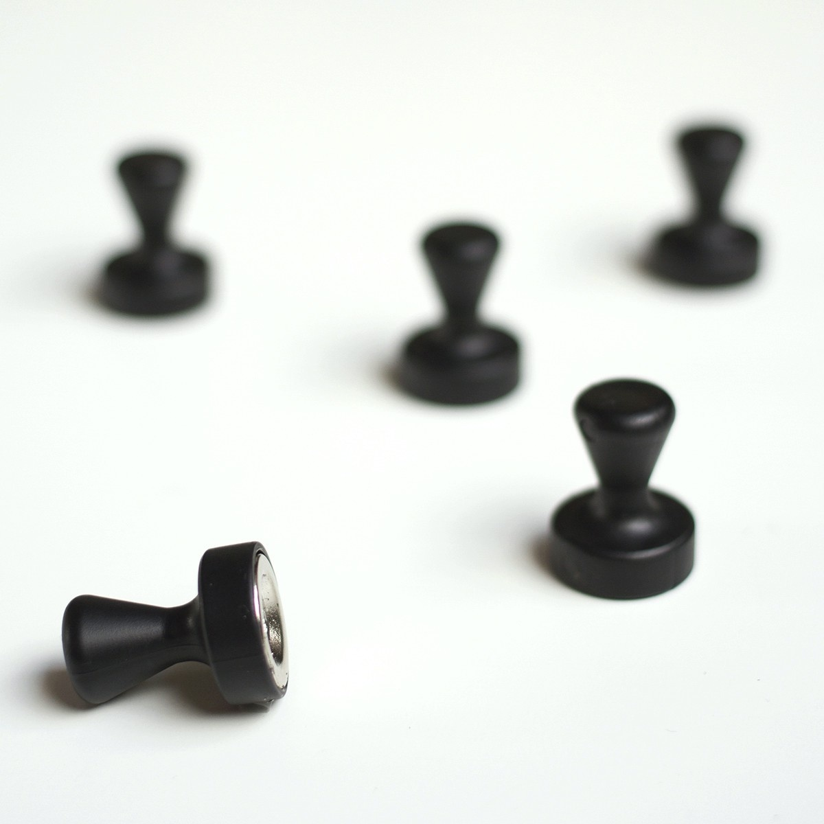 Groovy Magnets magnets, pawn, black