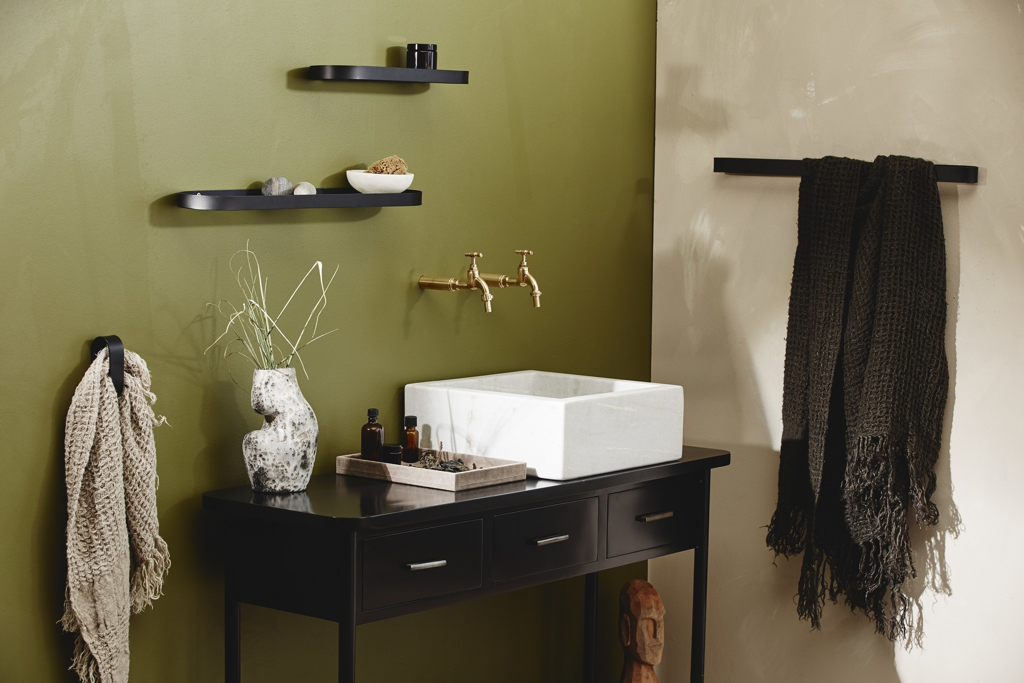Nordal wall shelf Sotra, black