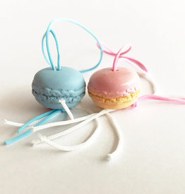 Lucky pendant macaroons