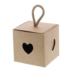 Caja cubo con corazón kraft