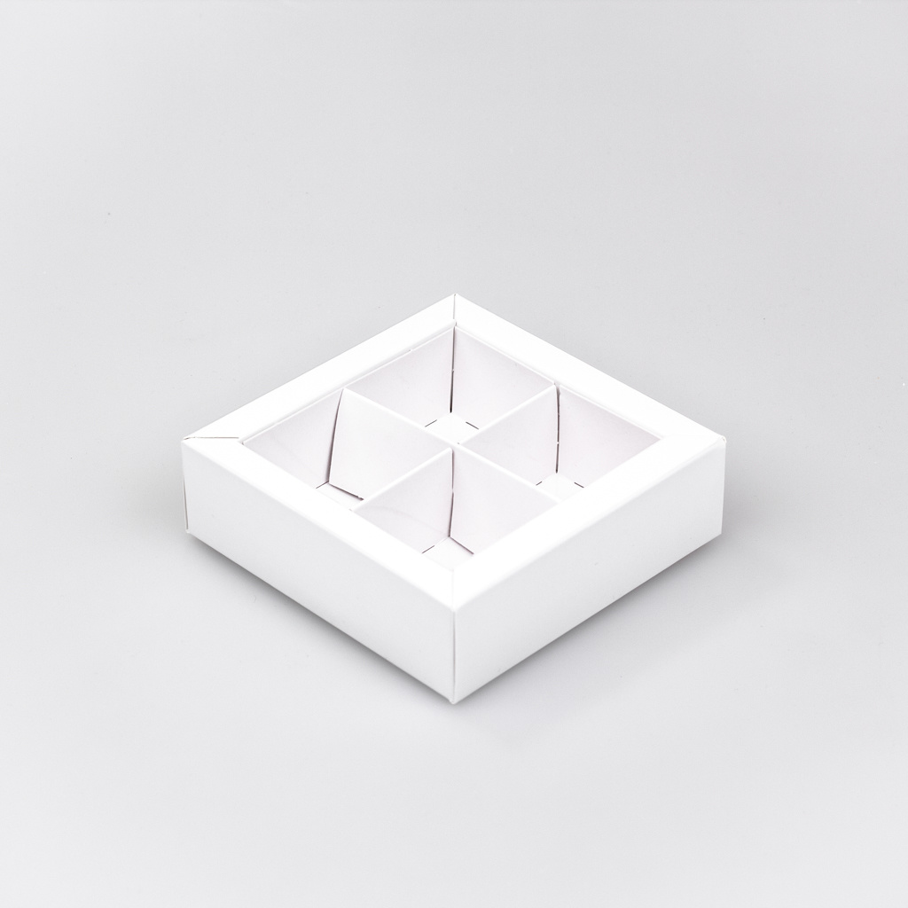 White square window box with interior for 4 chocolates - 75*75*30 mm - 30 pieces
