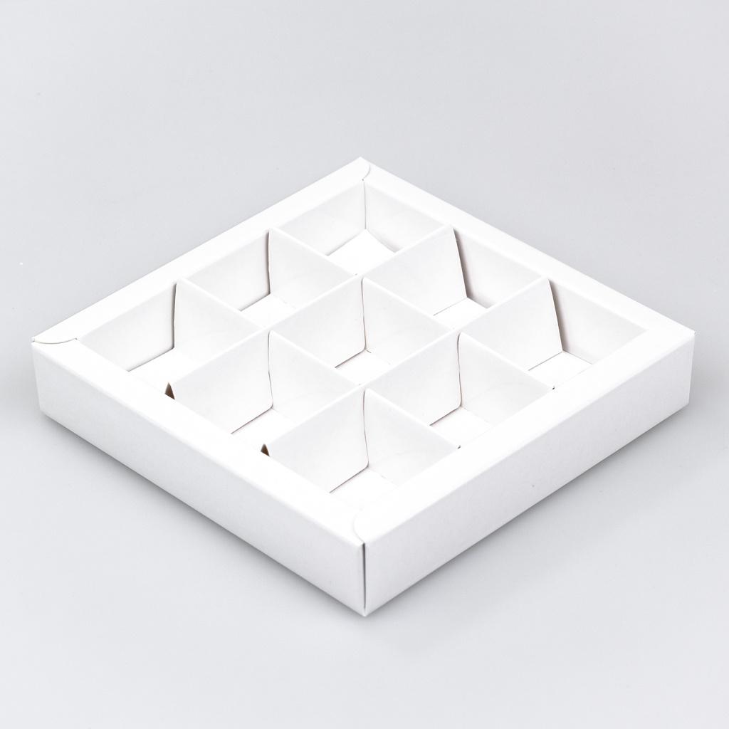Boîte blanc carré avec interiéur pour 9 pralines - 115*115*25mm - 40 pièces