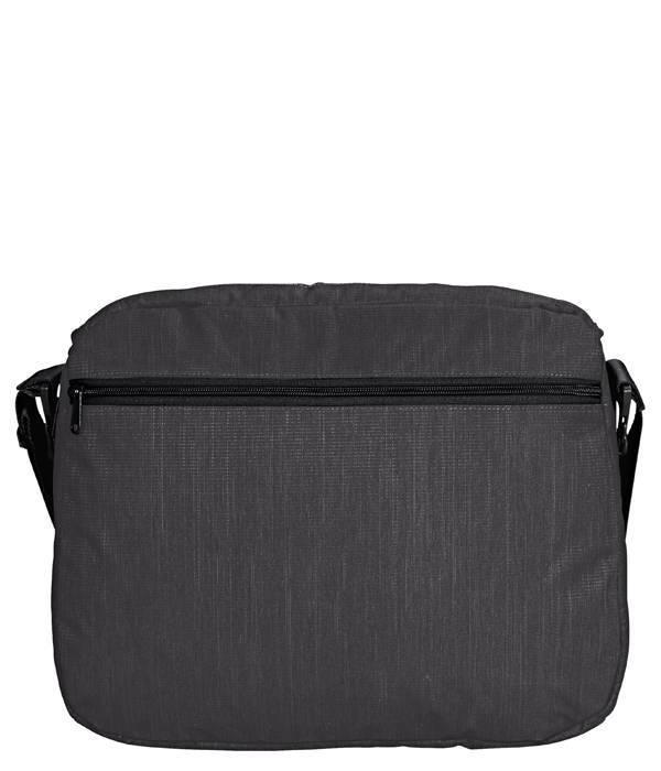 Vaude HaPET II: Medium (laptop)schoudertas van Petflessen gemaakt