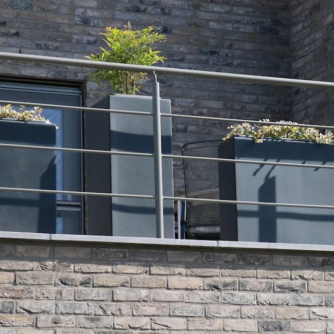 Bloembakken op het balkon
