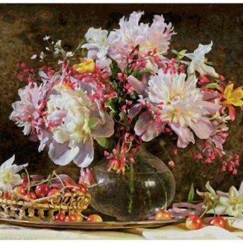 Ein Blumenstrauß und Kirschen