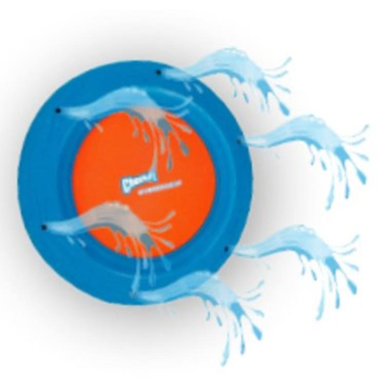De Hydroflyer frisbee sprayt water tijdens de vlucht