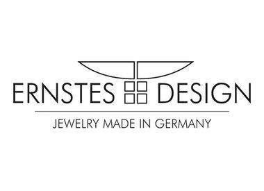 Ernstes Design Stahlschmuck