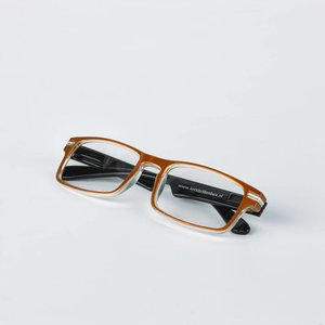 Reading glasses, brown/black.