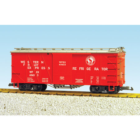USA TRAINS Outside Braced Boxcar Great Northern (#63633)