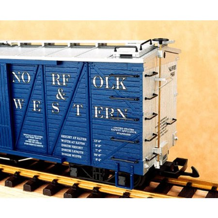USA TRAINS Outside Braced Boxcar C&NW (#78713)