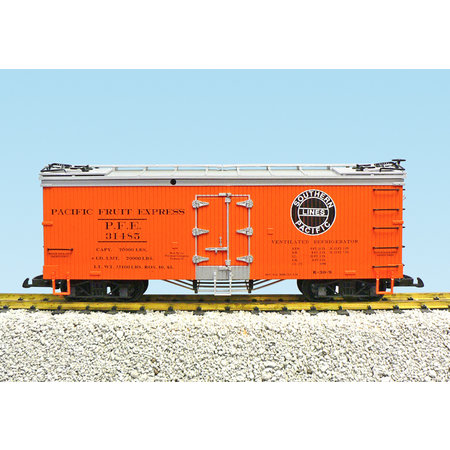 USA TRAINS Reefer PFE SP #31484